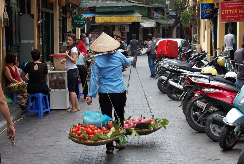 Life of street vendors in Vietnam | Nadova Tours